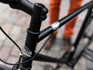 Handlebar height can be changed with spacers
