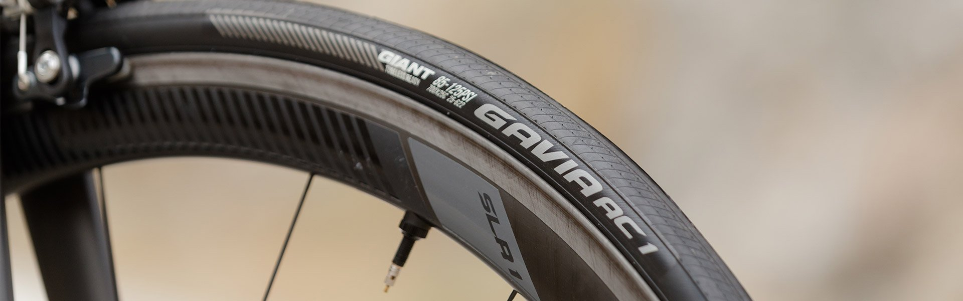 Tubeless tires for road bikes